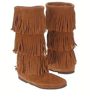 Minnetonka 3-Layer fringe suede boots